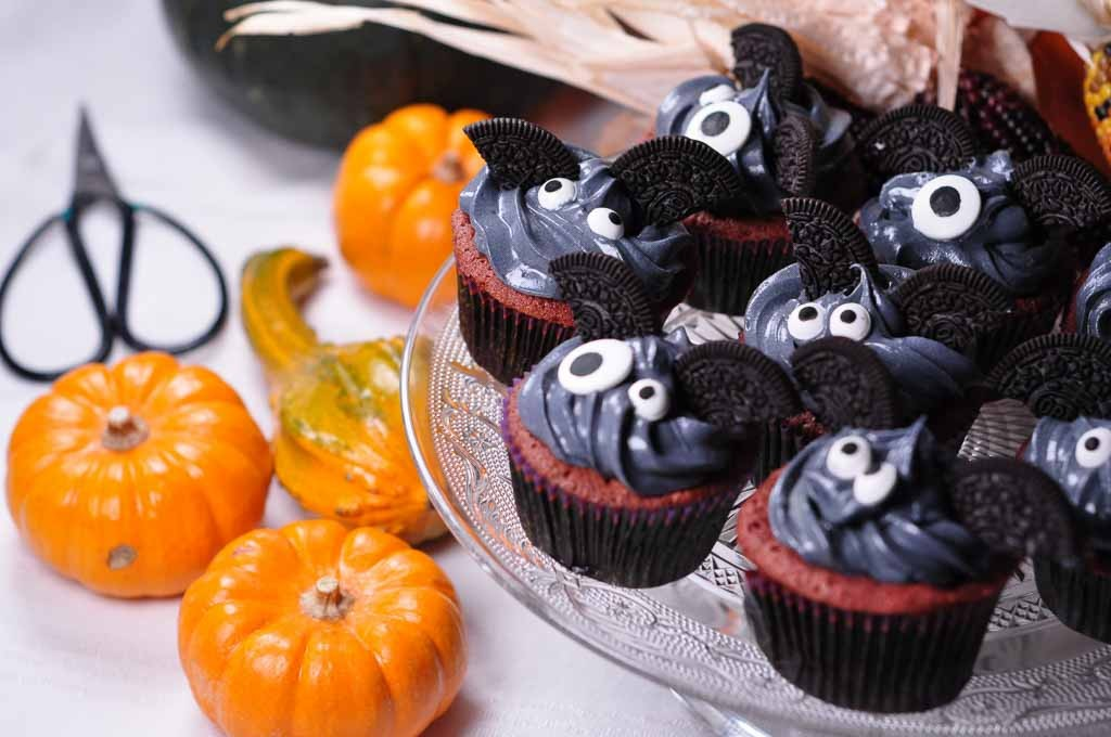 cute bat cakes and pumpkins 1