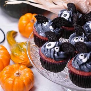 cute bat cakes and pumpkins 1