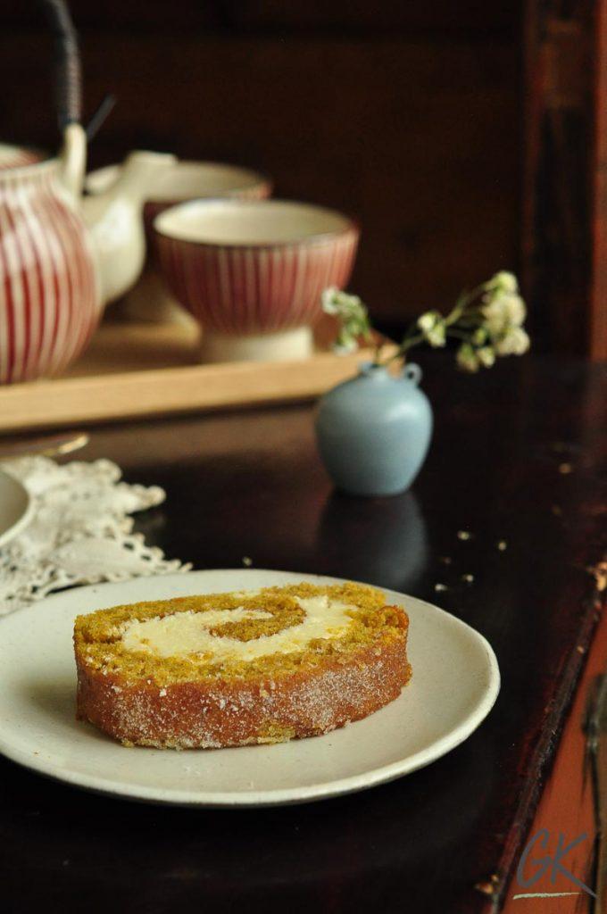 pumpkin pie swiss roll slice with tea set 1