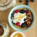 Protein Packed Breakfast Porridge With Oats, Quinoa and Chia with toppings 1