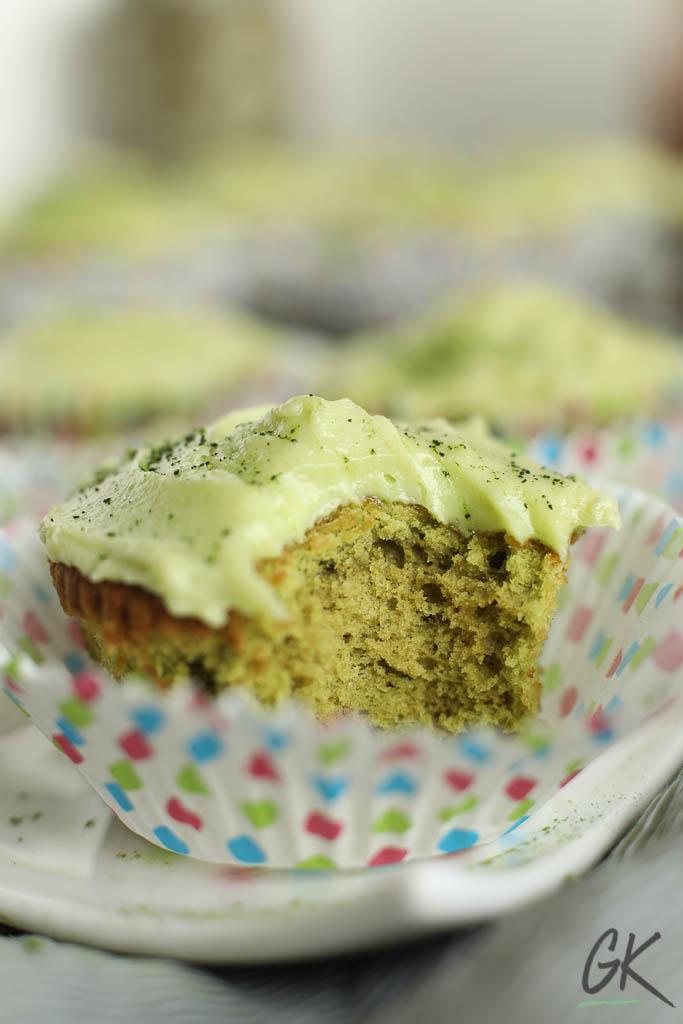 Green Velvet matcha Cupcakes biten