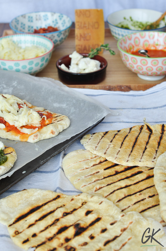 easy flat bread pizza and toppings