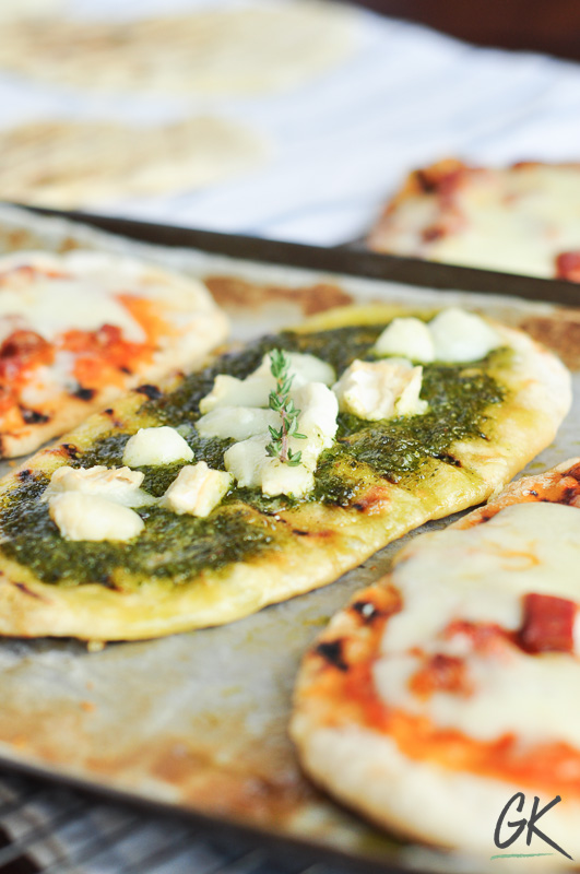 easy flat bread pizza with pesto sauce