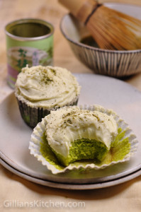 green matcha cupcakes with matcha tea